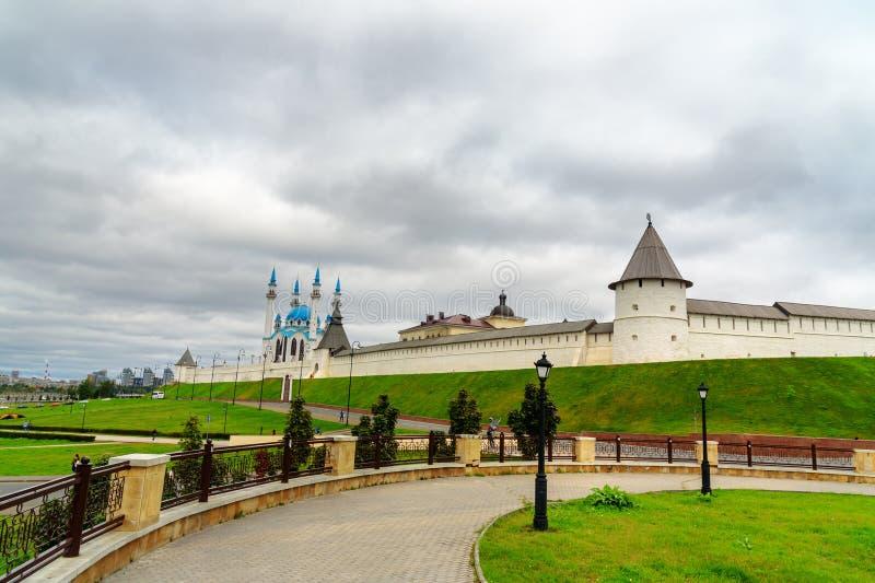 Kremlin de Kazan e mesquita de Kul-Sharif kazan Rússia foto de stock