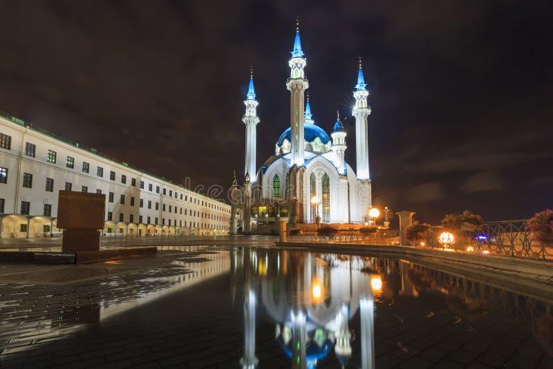 Kremlin de Kazan iluminado na noite foto de stock royalty free