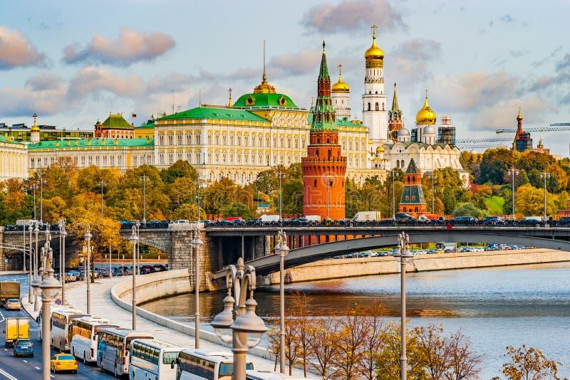 Kremlin de Moscou no outono fotos de stock