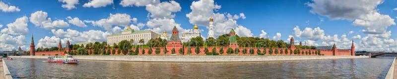 Kremlin de Moscou no verão imagens de stock royalty free