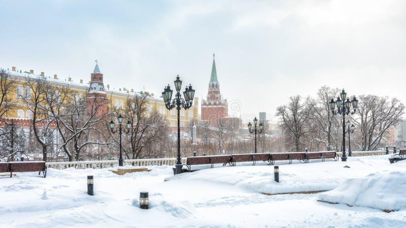 Kremlin de negligência quadrado no inverno, Rússia de Manege ou de Manezhnaya Moscou imagens de stock royalty free