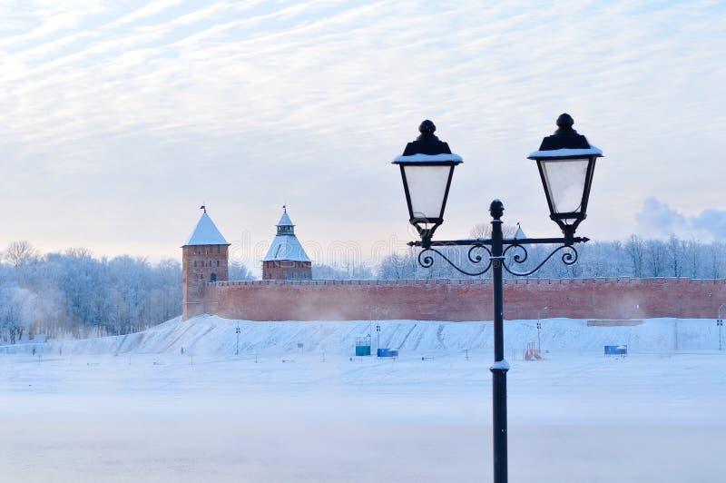 Kremlin de Novgorod em Veliky Novgorod, Rússia - paisagem arquitetónica da cidade do inverno fotografia de stock royalty free