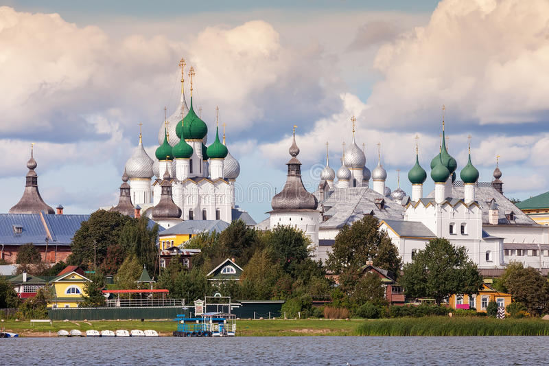 Kremlin de Rostov, anel dourado de Rússia foto de stock royalty free