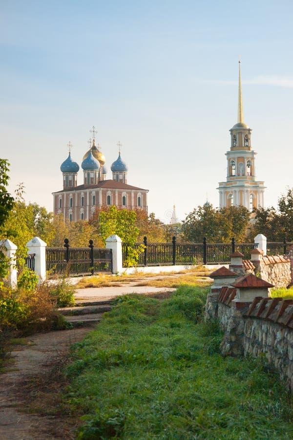Kremlin de Ryazan no outono - ansamble da igreja do ortodox foto de stock