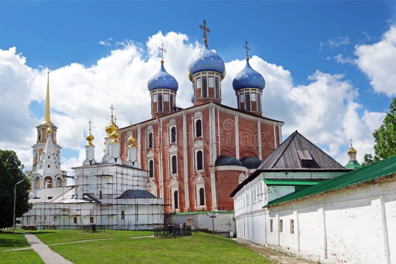 Kremlin de Ryazan no verão Igreja do esmagamento imagens de stock