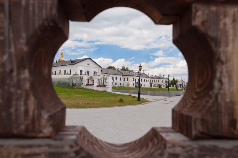 Kremlin de Tobolsk através da porta foto de stock royalty free