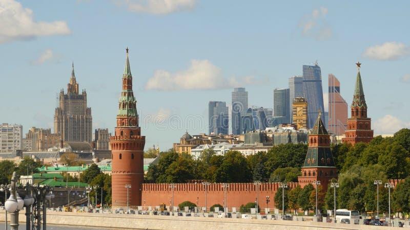 Kremlin em um fundo da Moscou-cidade 2 imagens de stock