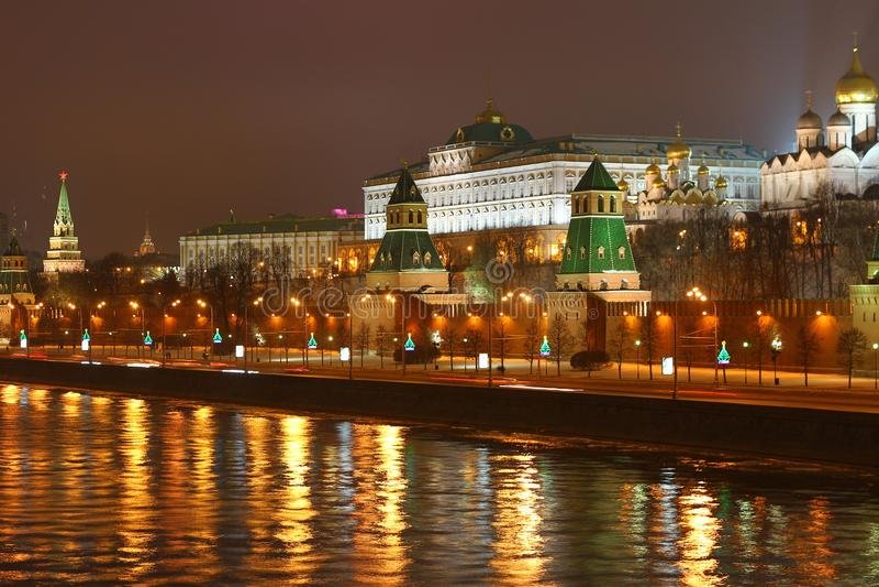 Kremlin en la noche imagen de archivo