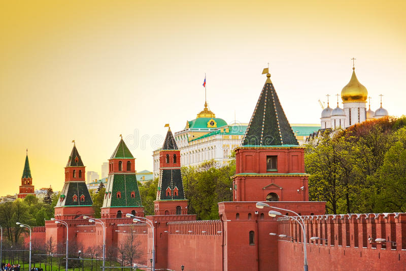 Kremlin en Moscú en la puesta del sol foto de archivo libre de regalías