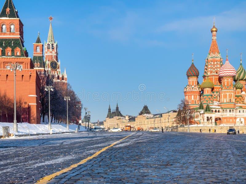 Kremlin i St basila katedra w Moskwa Górujemy obraz royalty free