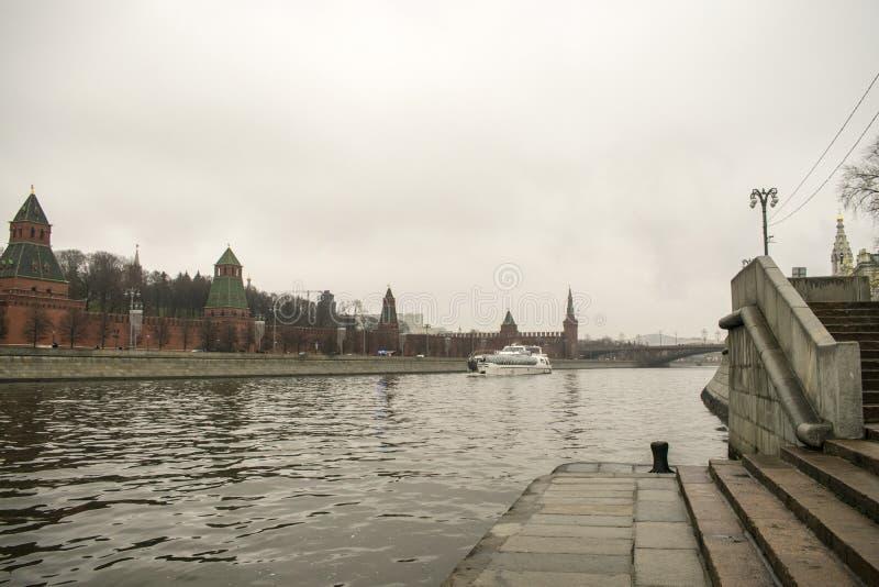 Kremlin jest warownym kompleksem w centre Moskwa obrazy stock