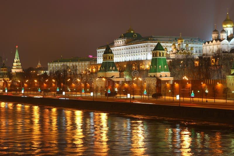 Kremlin na noite imagem de stock