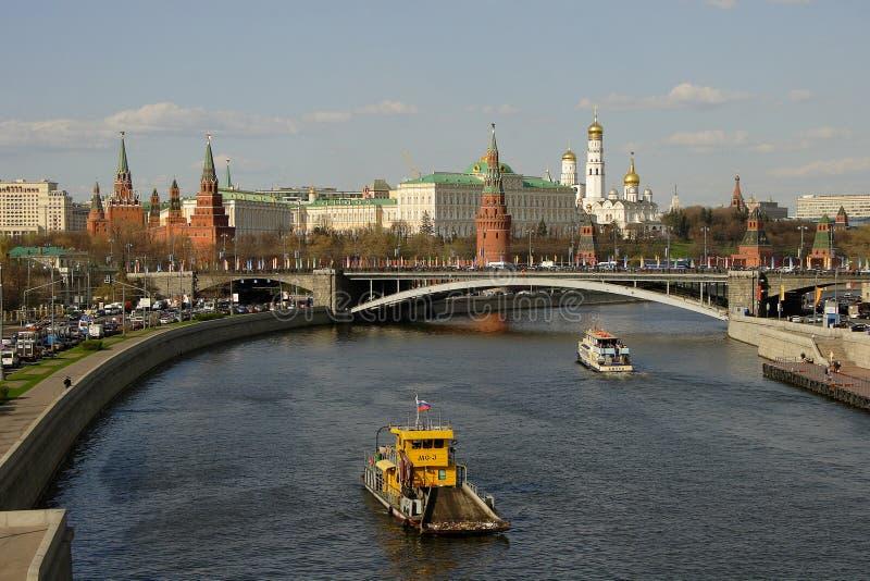Kremlin och Moscow-Flod royaltyfri fotografi