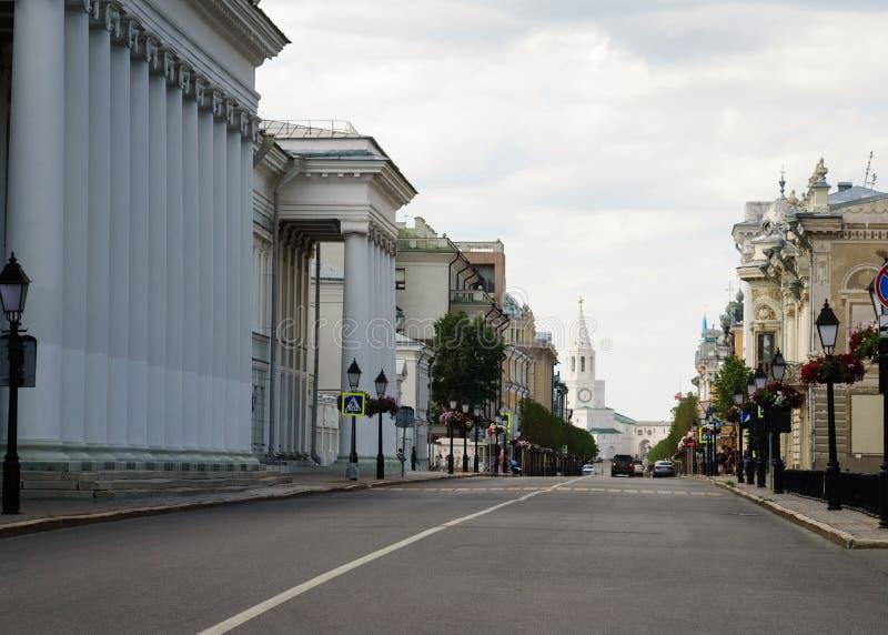 Kremlowska ulica, przegapia Spasskaya wierza Kremlowski Kazan zdjęcie royalty free