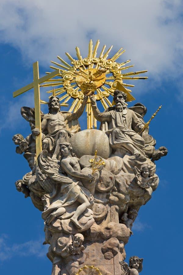 Kremnica - el top de la columna barroca de la trinidad santa en el cuadrado de Safarikovo de Dionyz Ignac Staneti 1765 - 1772 imagen de archivo libre de regalías