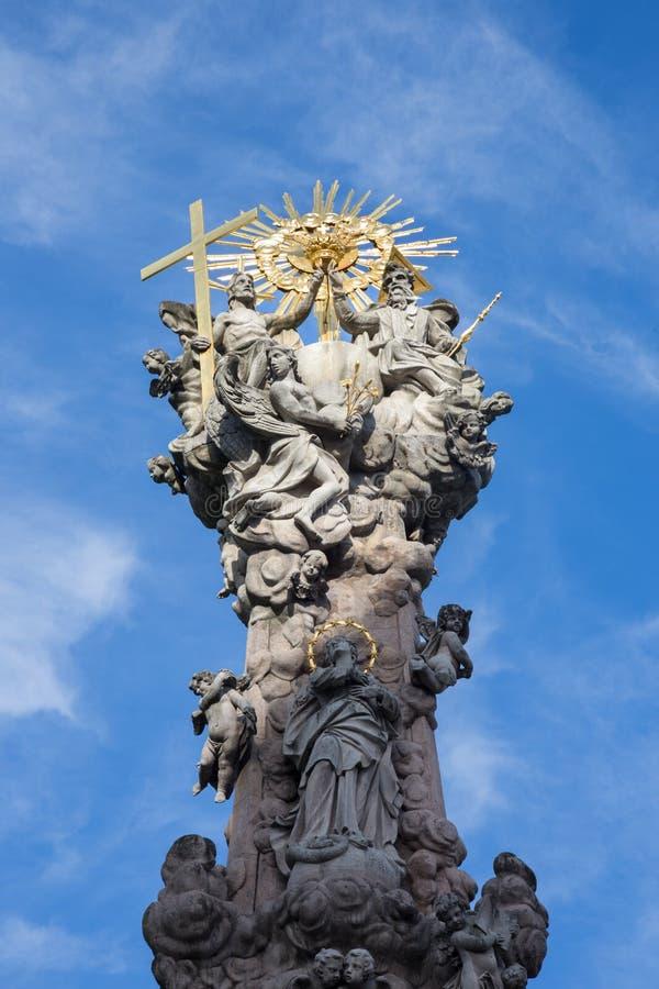Kremnica - el top de la columna barroca de la trinidad santa en el cuadrado de Safarikovo de Dionyz Ignac Staneti 1765 - 1772 imagenes de archivo