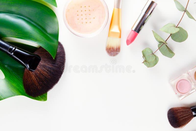kremowi pomadki makeup tusz do rzęs gwoździa połysku fachowi brzmienia narzędzia zdjęcia stock