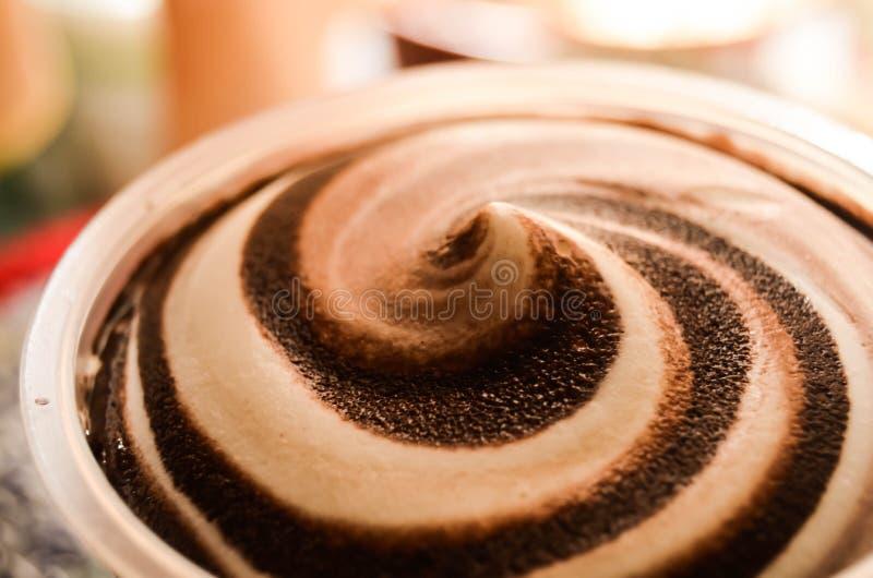 kremy szyszek tła czekoladowe lody lodu nad pistacjowym waniliowym truskawkowy white obraz stock