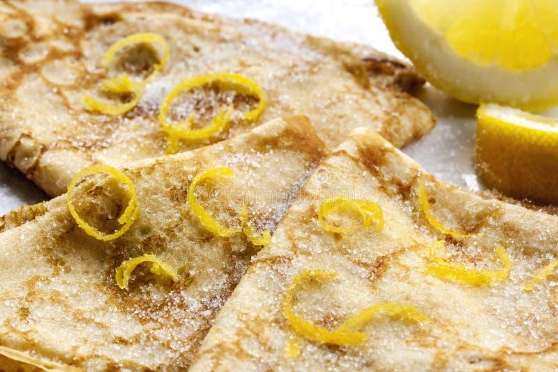 Krepps mit Zitrone und Zucker lizenzfreies stockbild
