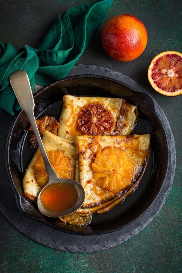 Krepy suzette, wyśmienicie bliny z pomarańczowym kumberlandem obrazy stock