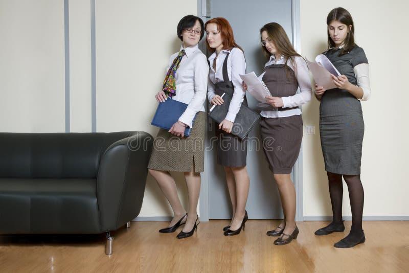 kreskowa bizneswoman pozycja cztery zdjęcia royalty free