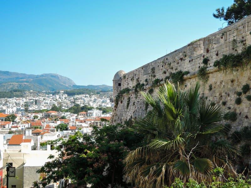 Kreta Grekland Juni 15th 2017 Flyg- panoramautsikt p? stad av Rethymnon, Kreta?, Grekland royaltyfria foton