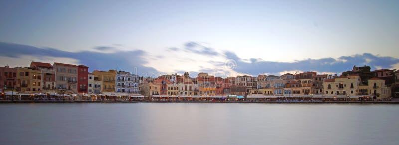 Kreta Grekland Oktober 01 2018 panoramautsikt av det historiska centret från det inlands- havet på porten royaltyfri bild