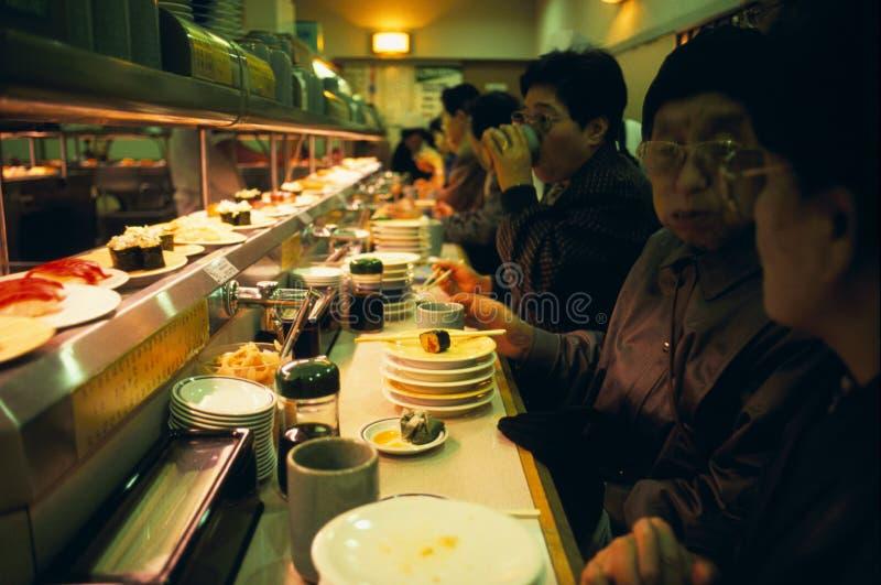 kretsa sushi tokyo för stång royaltyfria foton