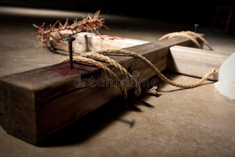 Kreuz auf Boden lizenzfreie stockbilder