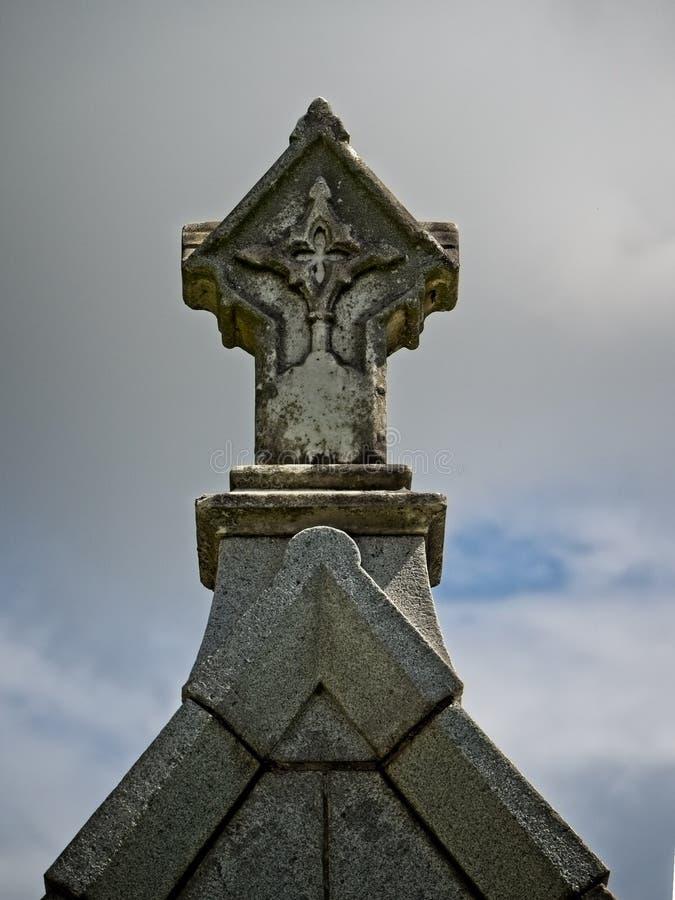 Kreuz auf ein Grab 1 lizenzfreie stockfotos