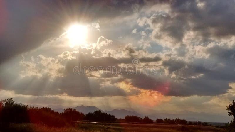 Kreuz in den Wolken lizenzfreies stockfoto