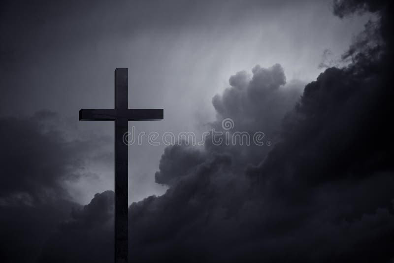 Kreuz in der Dunkelheit stockbilder