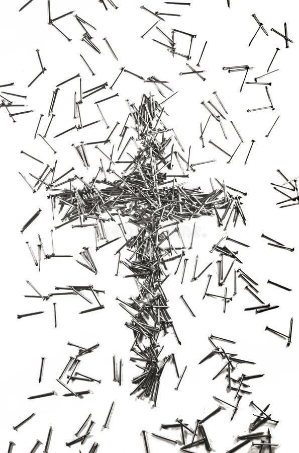 Kreuz gemacht von den Eisennägeln stockbild