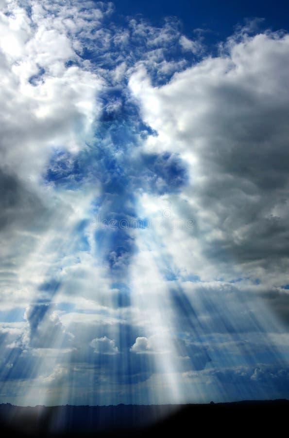 Kreuz im Himmel lizenzfreie stockbilder