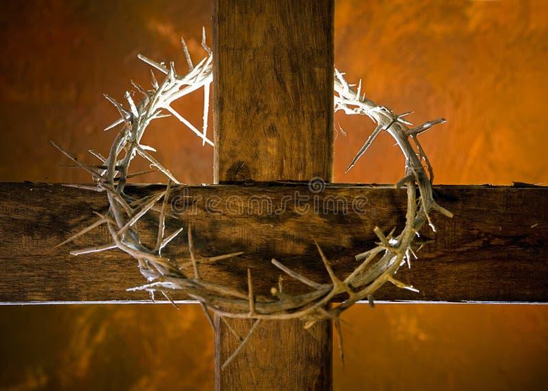 Kreuz mit Dornenkrone stockbild