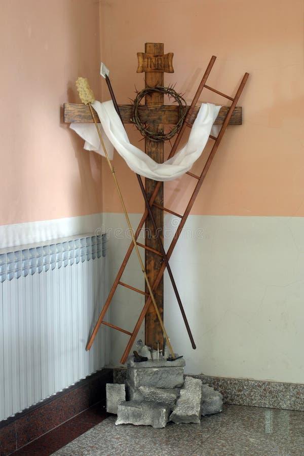 Kreuz mit Symbolen der Leidenschaft von Christus stockbilder