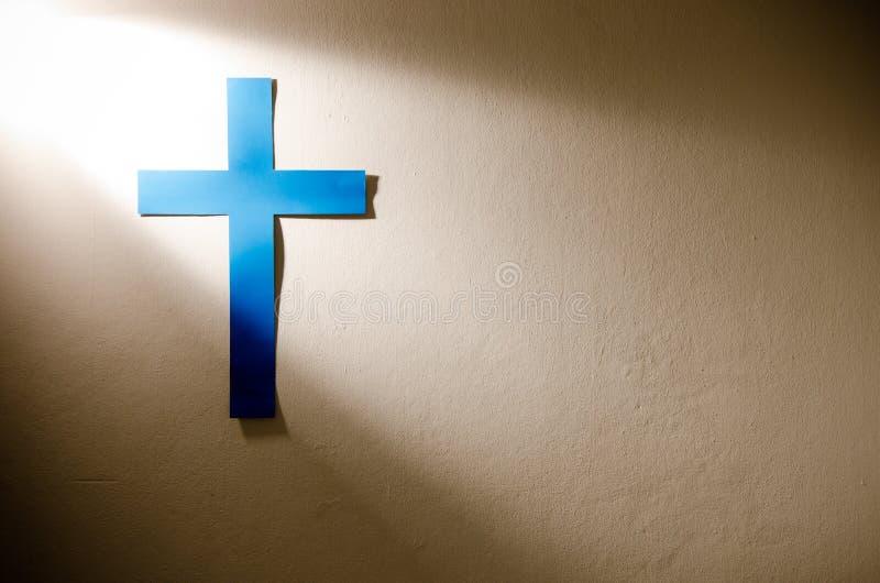 Kreuz und Leuchte stockbild