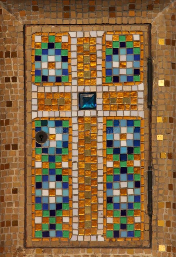 Kreuzen Sie, die Tabernakeltür, Kirche Heilig-Jeans de Montmartre, Paris stockfoto
