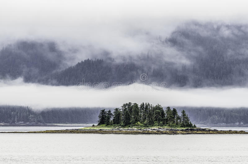 Kreuzende Königin Charlotte Islands lizenzfreie stockbilder