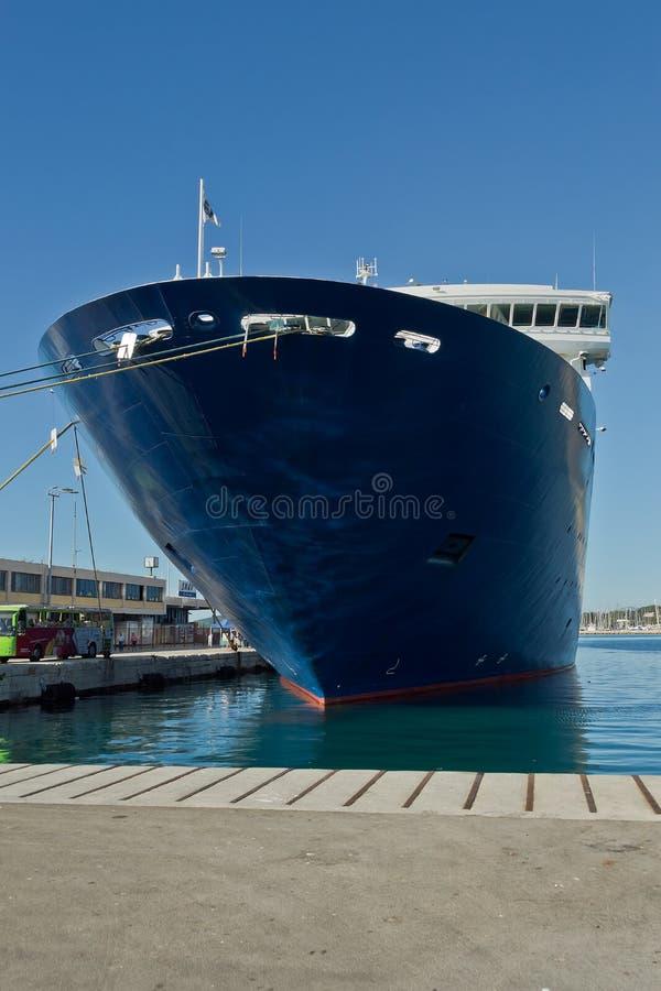 Kreuzfahrer im Hafen der Spalte, Kroatien lizenzfreie stockfotos