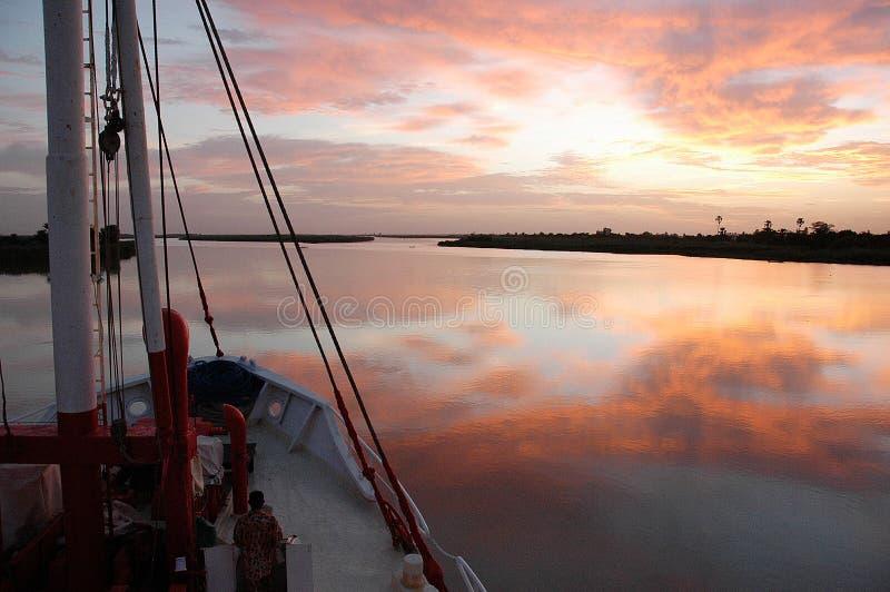 Kreuzfahrt auf dem Senegal-Fluss, West-Afrika stockbilder