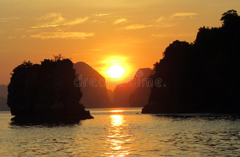 Kreuzfahrt für einen Sonnenuntergang lizenzfreie stockfotografie
