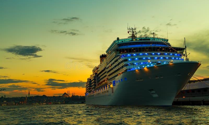 Kreuzfahrt-Istanbul-Hafen Bosporus stockfotos