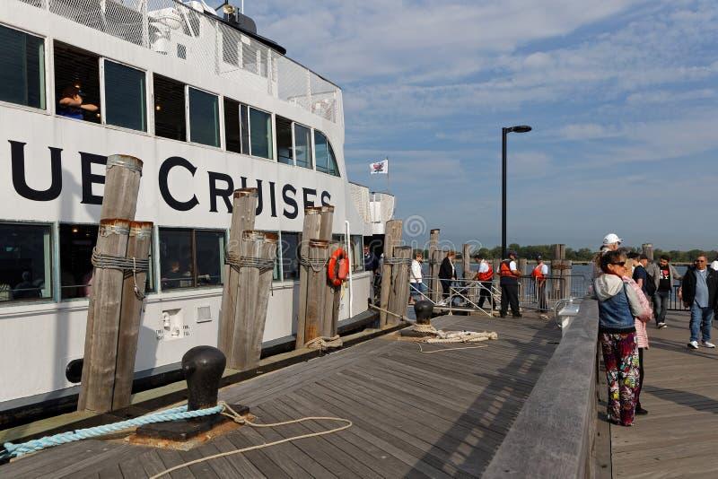 Kreuzfahrt zu Liberty Island lizenzfreies stockfoto