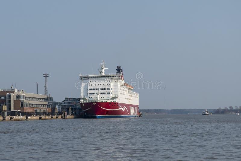 Kreuzfahrtfähre in Helsinki-Hafen, Finnland lizenzfreie stockfotografie