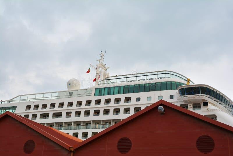 Kreuzschiff auf dem Tajo in Lissabon lizenzfreies stockbild