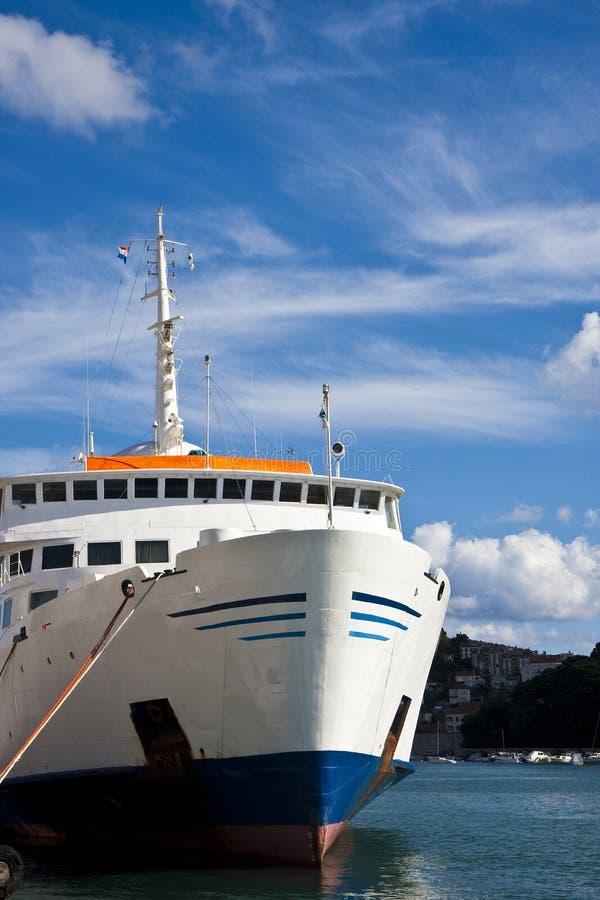 Kreuzschiff Gebunden Am Dock Stockfotos