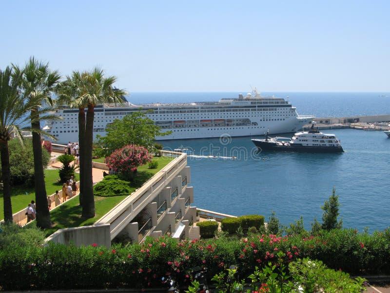 Kreuzschiff im Hafen Herkules in Monaco lizenzfreies stockbild