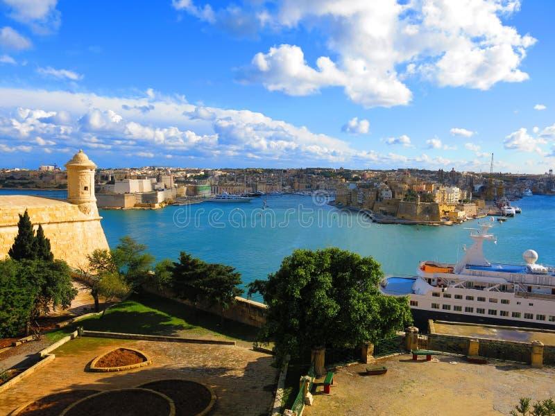Kreuzschiff im Hafen, Valletta, Malta stockbild