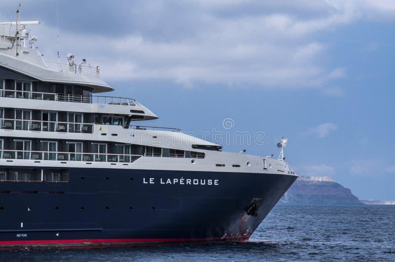 Kreuzschiff Le Laperouse in Küstennähe bei Ponant, Griechenland stockfotografie